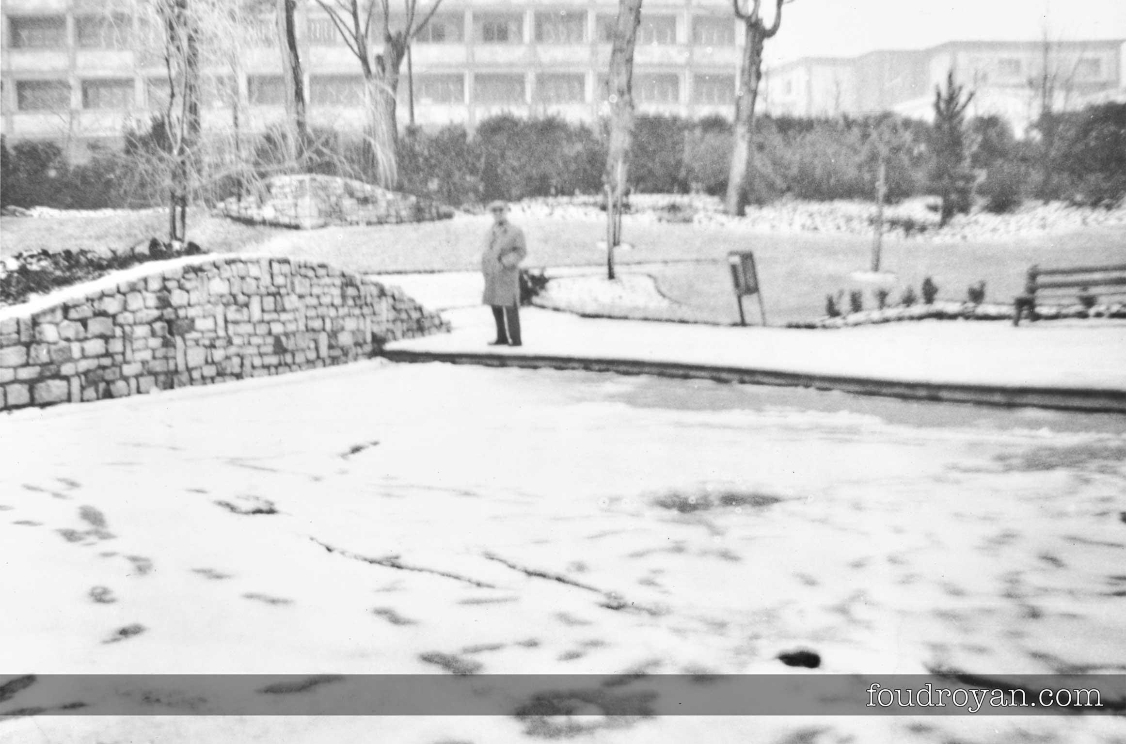 Jardin du Palais des Congrès de Royan sous la neige en 1963