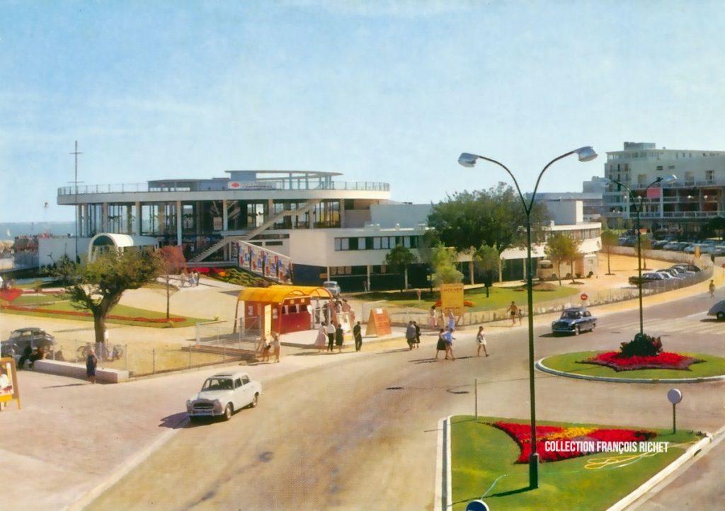 Le Casino Municipal de Royan vu du Portique (3)