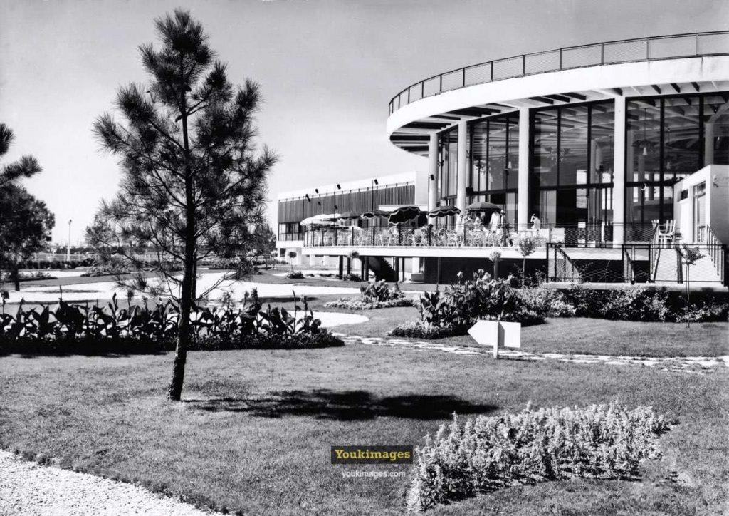 Le Casino Municipal de Royan côté jardin (années 60)