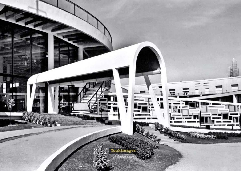 Le Casino Municipal de Royan. Auvent à l'entrée de la Rotonde. (années 60)