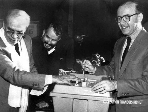 Dominique Bussereau accomplissant son devoir électoral dans les années 80/90