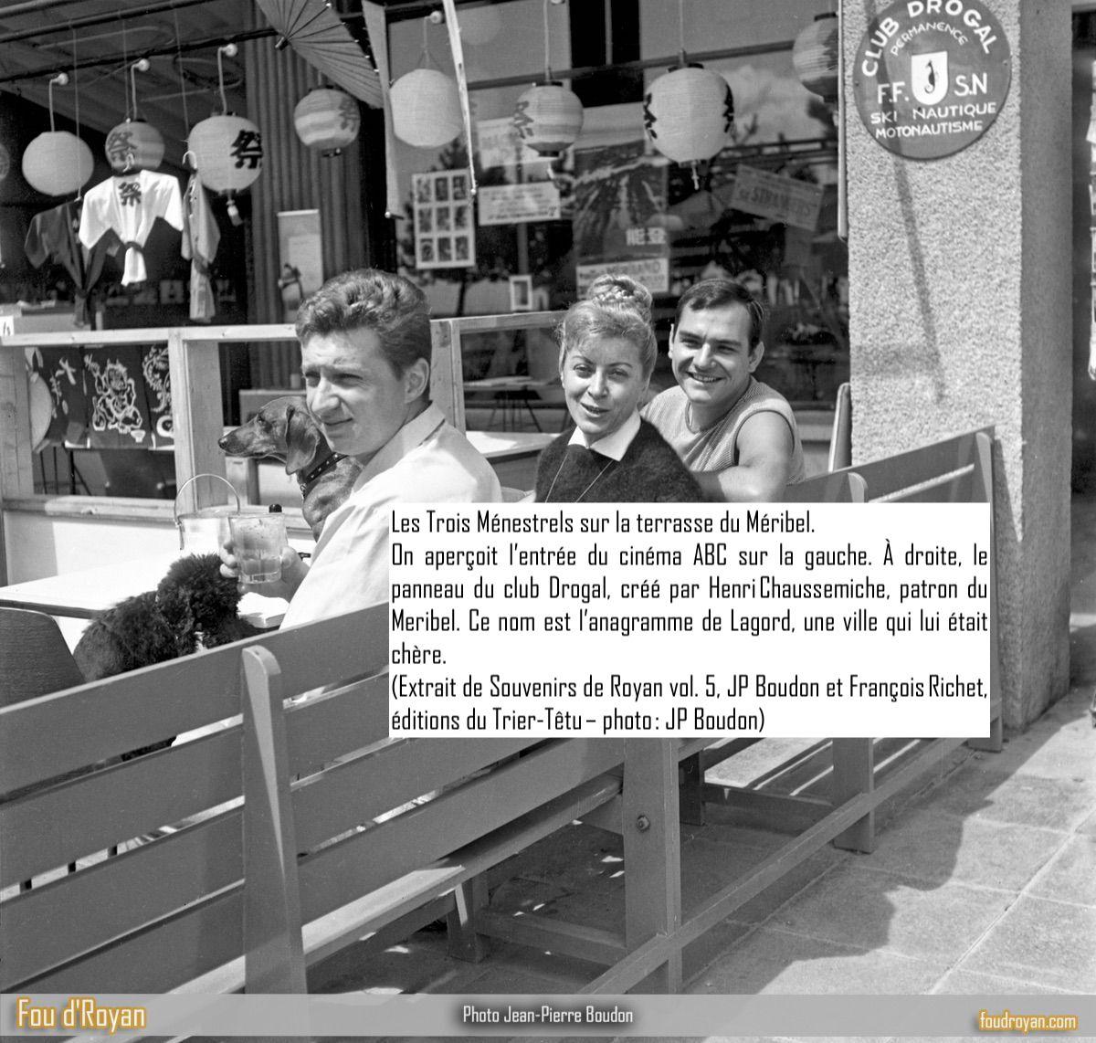 Les Trois Ménestrels sur la terrasse du Méribel de Royan (vue sur le cinéma ABC).